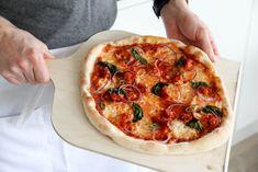 HVORDAN BAKE UT OG STEKE PIZZA? Eat Pizza, Vegetable Pizza, Tacos, Baking, Vegetables, Food, Bread Making, Patisserie, Veggies
