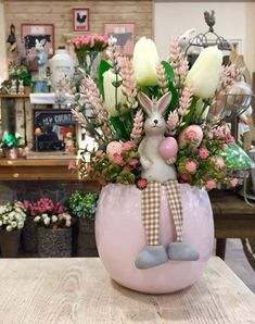 Easter Flower Arrangements, Easter Flowers, Diy Easter Decorations, Christmas Centerpieces, Easter Gift, Easter Crafts, Easter Table, Festival Decorations, Easter Wreaths