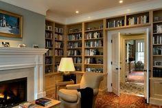 idées-design-déco-bibliothèque-murale-cadres-photos-salon-chaleureux-cheminée déco bibliothèque