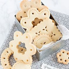 Just for the pretty cut out biscuits (not the recipe per se) Galletas de encaje Cookies Cupcake, Lace Cookies, Biscuit Cookies, Sugar Cookies, Sweet Cookies, Christmas Baking, Christmas Cookies, Cookies Decorados, Cookie Designs