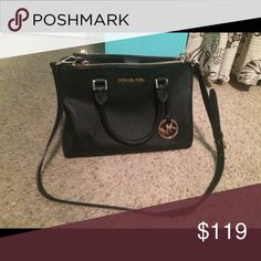 Authentic Micheal Kors purse Perfect condition! All black. Three inside pockets • can be used as a shoulder or hand bag 🌹 Bags
