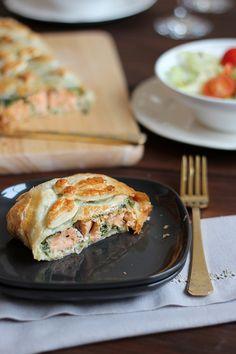 Hojaldre de salmón con espinacas y queso crema