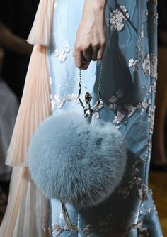 Trendy Women's Purses : Ulyana Sergeenko, Fall Winter 2016 Haute Couture Fashion Bags, New Fashion, Winter Fashion, Fashion Accessories, Fashion Trends, Style Fashion, Paris Fashion, High Fashion, Fashion Ideas