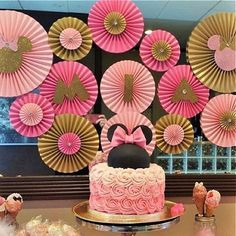 I love a pink and gold spin on a Minnie Mouse birthday and I love customer photos even more! #minniemousebirthday #minniemouse #minniesmashcake #minnieears #mickeymouse #mickeymouseparty #1stbirthday #smashcake #pinkandgold #backdrop