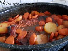 Rouelle de Porc braisée aux Oignons caramélisés  1 rouelle de porc d'environ 1,2 kg  * 2 gros oignons rouges  * 5 petits oignons  * 3 à 4 c. à Soupe de miel  * 75 ml de vinaigre de vin aromatisé à la framboise  * 75 ml de  balsamique  * 400 ml d'eau + 3 cubes 1/2 de bouillon de boeuf Knorr® (celui préparé à partir de viande de boeuf que je trouve bien meilleur)  * 2 feuilles de laurier  * Sel, poivre (pour rectifier l'assaisonnement) * J'ai rajouté 5 grosses pommes de terre et 4 belles…