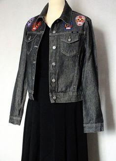 À vendre sur #vintedfrance ! http://www.vinted.fr/mode-femmes/vestes-en-jean/51206857-veste-neuve-en-jean-gris-avec-patchsecussons-esprit
