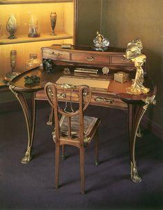 Louis Majorelle   Bureau de dame   '' Nénuphar '' ca.1903  - Acajou mouluré sculpté, marqueteries et bronzes dorés