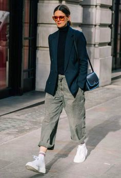 Minimal Fashion, Urban Fashion, Baggy Jeans For Women, Jean Outfits, Casual Outfits, Jeans With Heels, Surfer, Denim Trends, Fashion Moda
