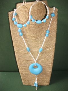 Handmade in polymer clay, rockery in white and silver embellishments, beads and donee in light blue made in polymer clay. Each piece made of clay is sanded and polished by hand Collar, Beaded Necklace, Etsy, Jewelry, Hoop Earrings, Polymer Clay, Hand Made Gifts, Handmade, Jewellery Making