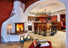 Tierischer Urlaub mit Hund im Pitztal -  Bar im hundefreundlichen Hotel (c) Pitztaler Kirchenwirt