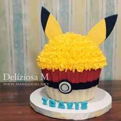 The Pokemon Ball is made by chocolate Pikachu inspired Giant Cupcake! The Pokemon Ball is made by chocolate Giant Cupcake Recipes, Giant Cupcakes, Cute Cupcakes, Wedding Cupcakes, Cupcake Ideas, Big Top Cupcake, Large Cupcake Cakes, Chocolate Giant Cupcake, Chocolate Covered Marshmallows