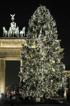 Cristhmas Tree Decorations Ideas : Illustration Description Berlin - tree in front of Brandenburg Gate. and Xmas tree around the world. Christmas In Germany, Christmas In The City, Merry Christmas, Beautiful Christmas Trees, Outdoor Christmas, Winter Christmas, Christmas Lights, Berlin Christmas, Christmas Markets