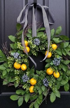 These Spring Wreaths Will Totally Refresh Your Front Door 35 Spring Wreaths – Easter & Spring Door Decorations Ideas - Door Diy Spring Wreath, Diy Wreath, Spring Wreaths For Front Door Diy, Wreath Ideas, Wreath Making, Easter Wreaths Diy, Lemon Wreath, Lavender Wreath, Deco Floral