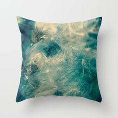 dmuchawce Throw Pillow
