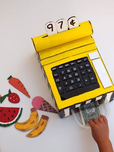 DIY cardboard cash register makes it easy and fun to hone up on those math skills!This DIY cardboard cash register makes it easy and fun to hone up on those math skills! Cardboard Box Crafts, Cardboard Crafts, Cardboard Playhouse, Cardboard Furniture, Projects For Kids, Diy For Kids, Craft Projects, Diy Karton, Cash Register