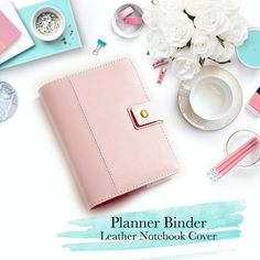 Welcome to The Printable Cafe!      P A S T E L - L E A T H E R - P L A N N E R - B I N D E R      ....................................................................................................................................   ♥ A5: 180mmx236mm or A6: 190mm x 140mm Sized Leather Planner Binder  ♥ insert size: A5 - 148 x 210 mm (5.82 x 8.26)  ♥ 6 Gold Rings ♥ Faux leather  ♥ Strap with gold button closure  ♥ 4 Card slots  ♥ 2 Long slots  ♥ 1 Pen loop  ♥ 1 Zipper slot  ♥ Available in…