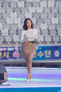 Jeonju, Kpop Girl Groups, Kpop Girls, Simple Outfits, Cute Outfits, Mamamoo Kpop, Ideal Girl, Park Jimin Cute, Brunette Beauty