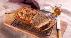Impress your guests with a slice of this unbeatable banana bread. Banana Mix, Banana Bread, Pecan Nuts, Cooking Recipes, Cooking Stuff, Loaf Pan, Dessert Recipes, Desserts, Melted Butter