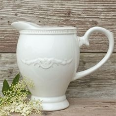 Country style pitcher. Water Pitchers, Sugar Bowl, Country Style, Bowl Set, Rustic Style, Water Jugs