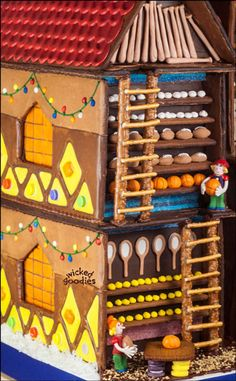 Giant Gingerbread House of Santa's Workshop by Wicked Goodies (5)