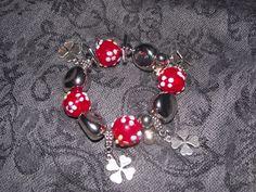 Bracelet porte bonheur trèfle avec perles rouges : Bracelet par perles-in-the-sky
