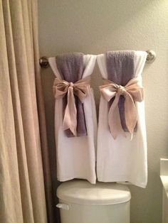 How To Hang Bathroom Towels Decoratively. See More. Toallas