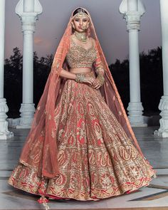 Ideas Wedding Dresses Indian Bridal India For 2019 Indian Bridal Outfits, Indian Bridal Fashion, Indian Bridal Wear, Indian Dresses, Bridal Dresses, Indian Wear, Lehenga Wedding, Indian Bridal Lehenga, Pakistani Bridal