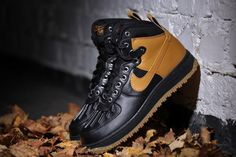 "Nike 2014 Fall/Winter Air Force 1 Duckboot: ""Winterizing"" iconic models has not exactly been a new concept. But as many look to maintain Souliers Nike, Me Too Shoes, Men's Shoes, Roshe Shoes, Hypebeast, Nike Air Max, Nike Boots, Baskets, Nike Shoes Outlet"