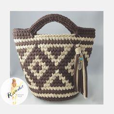 """408 Likes, 10 Comments - ◡̈ᴿᴵᴱꕤ (@amiami_2525) on Instagram: """"HOOOKED RIBBONXlで編んでいるデザインのbag(▹▸6枚目) をmonopopで編んでみました♡そのままの編み図だと大きくなり過ぎてしまうので少し変更してあります⠒̫⃝…"""""""