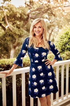 Clothes Reese Witherspoon in the Southern Living Dress by Draper James - The Nashville native opens up to Julia Reed about family, her favorite hometown foods, and the Southern women who have inspired her every step of the way Preppy Mode, Preppy Style, My Style, Southern Fashion, Southern Women, Amanda Seyfried, Logan Lerman, Reese Witherspoon Style, Cute Outfits