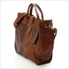Modisch inspirierte Ledertasche von Cowboysbag im gelungenen Shopper-Design. Diese Tasche ist ein absolutes Muss. Eine schöne und ungemein lässige Tasche der neuen und innovativen Marke CowboysBag. CowboysBag, das ist cooles Taschen-Design aus Holland.
