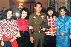 King Rama 10, King Phumipol, King Of Kings, King Thailand, Queen Sirikit, Bhumibol Adulyadej, Celebrity Faces, Great King, Kate Middleton