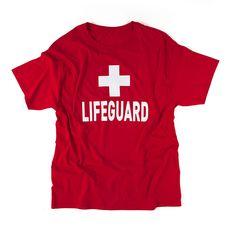 Rood T-shirt met witte opdruk 'LIFEGUARD'.