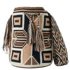 comprar bolso wayuu en madrid, wayuu, croche, bolsos hecho a mano, producto artesanal, bolsos tribales, tribalchic, tribal, bolso artesanal, bolso wayuu, bolsos wayuu, algodon, colombia, bolsos, hecho a mano Tapestry Bag, Tapestry Crochet, Filet Crochet, Diy Crochet, Crochet Bags, Mochila Crochet, Peyote Stitch Patterns, Crochet Accessories, Cross Stitch Embroidery