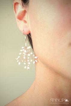 AnnuA tocados y complementos para novias, invitadas, bodas y fiestas Pearl Earrings, Pearls, Jewelry, Fashion, Fascinators, Earrings, Hand Made, Weddings, Boyfriends
