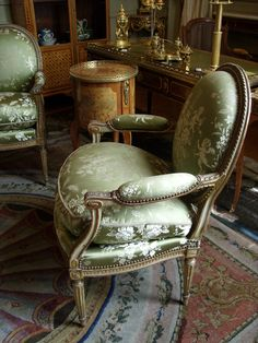 French Furniture, Antique Furniture, Cool Furniture, Classic Interior, Luxury Interior, Interior Design, Black And White Chair, Antique Interior, Objet D'art