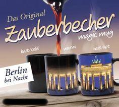 Ganz schön magisch: Befüllt man den Zauberbecher mit einer heißen Flüssigkeit (über 36 °C),enthüllt er wie von Zauberhand sein Geheimnis. Das Motiv der ausgewählten deutschen Stadt erscheint innerhalb von Sekunden auf der Außenwand des Bechers, hier das Brandenburger Tor in Berlin. Nach dem Erkalten präsentiert er sich wieder in geheimnisvollem Schwarz.