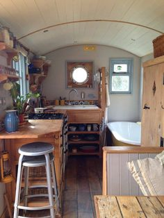 This is the Home-stead Wagon tiny house. It's designed and built by Rustic Campers. Related: Shepherd Hut Tiny House by Güte The Home-stead Wagon Tiny House Tiny House Living, Rv Living, Small Living, Living Room, Tiny House Plans, Tiny House On Wheels, Minimaliste Tiny House, Casa Loft, Kombi Home