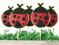 Finding a ladybug that's landed on you may be considered good luck, but so is finding some Ladybug Cookies that have landed on your plate! Cake Mate® decorations transform a simple sugar cookie into one of the prettiest, edible insects, and pop sticks make for easy carrying.