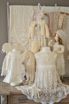 all the lace is beautiful Victorian Dolls, Antique Dolls, Vintage Dolls, Antique Lace, Vintage Lace, Vintage Style, Shabby Chic Theme, Vintage Outfits, Vintage Fashion