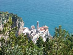 Dreaming about the Amalfi Coast? Check out the 5 most beautiful aerial videos for a visual escape to the Amalfi Coast!