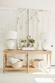 Simple & Clean Cottage Style Entryway I have been seeing this foyer table everywhere and I needed to know why everyone was loving it. So of course I got it fo. Fresh Farmhouse, Cottage Farmhouse, French Cottage, Rustic Farmhouse Decor, Farmhouse Furniture, Farmhouse Table, Cottage Style, White Cottage, Cottage Design
