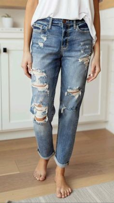Basic Tops, Colored Denim, Black Ruffle, Mode Style, Jean Outfits, Cropped Jeans, Cuffed Jeans, Skinny Fit, Jeans Skinny