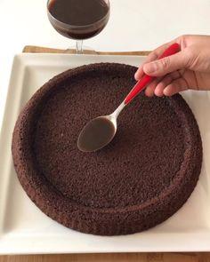 Hayırlı bereketli akşamlar☺️ tam kıvamında nefis bir tiramisu tarifim var🤭 keki pamuk gibi,kremasının lezzeti ve ipeksiliği inanılmaz…