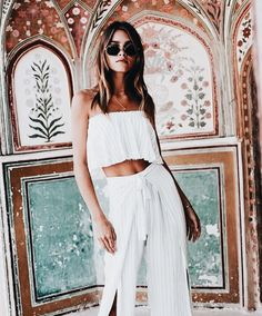 Gli Arcani Supremi (Vox clamantis in deserto – Gothian): Women's fashion, tr… Gli Arcani Supremi (Vox clamantis in deserto – Gothian): Damenmode, Trends, Looks, Editorials und Details im Jahr 2018 Style Outfits, Cute Outfits, Fashion Outfits, Crocs Fashion, Hippie Style, My Style, White Two Piece Outfit, Spring Summer Fashion, Spring Outfits