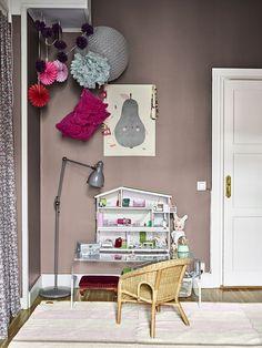 Amelia Widell driver inredningsföretaget Meli Meli. Här är hennes hem – en bekväm Sofo-riad med en sensuell mix av sköna material, egen design och härliga färger där vackra...