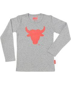 Tapete toffe grijze gespikkelde t-shirt met rode stier. tapete.nl.emilea.be