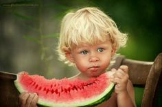 They will love watermelon as much as me! This blue-eyed, toe-head looks like one of my daughter's children. I'll name him Jasper Truett. Precious Children, Beautiful Children, Beautiful Babies, Beautiful People, Cool Baby, Baby Kind, Cute Kids, Cute Babies, Bebe Love