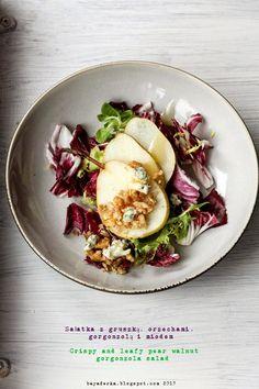 salad with pear, gorgonzola and walnuts
