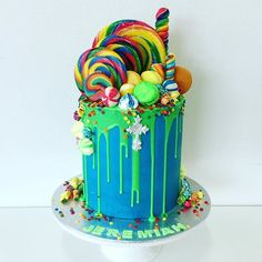Lollipop drip cake for Jeremiah's christening. It had to be busy, fun, bright and colorful. Bright Birthday Cakes, Birthday Drip Cake, Candy Birthday Cakes, Candy Cakes, Sweetie Birthday Cake, Sweetie Cake, Birthday Cake Girls, Lollipop Cake, Cupcake Cakes